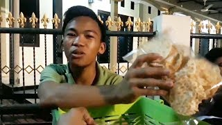 Bocah Penjual Keripik Tempe Keju Tawarkan Dagangan Pakai Bahasa Inggris, Bercita-cita Jadi Kopassus