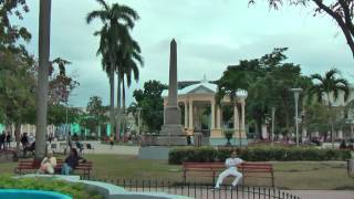 preview picture of video 'Cuban life in the streets of Santa Clara, Cuba'