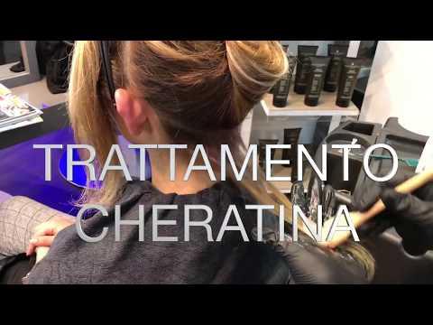 Avvisi mezzi per pettinare di capelli