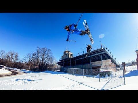 שני רוכבי סקי מוצאים דרך מקורית להגיע ללימודים