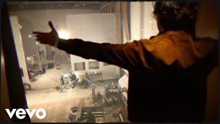 Kadr z teledysku Too Much History tekst piosenki Jack Savoretti