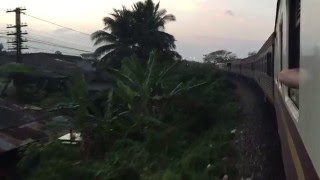 preview picture of video 'Overnight sleeper train @ Tapi River Bridge / Suratthani / Phunphin'