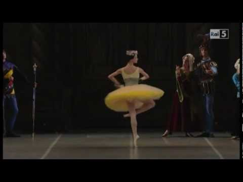 Raymonda - I Act Raymonda's entrance - Novikova
