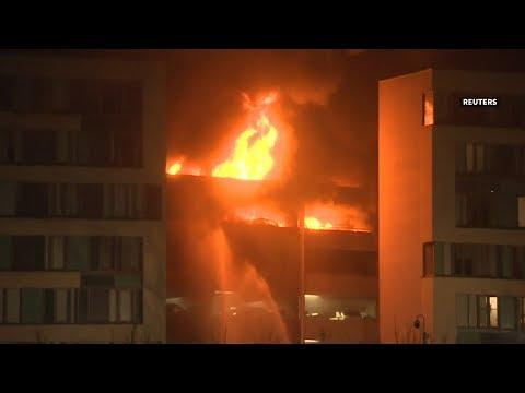 حريق يدمر مئات السيارات في ليفربول -فيديو