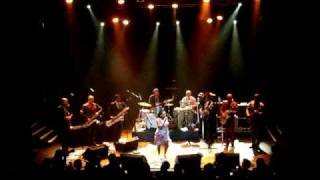 Sharon Jones & The Dap-Kings - I'm not gonna cry - live @ KoKo London 4-14-2010