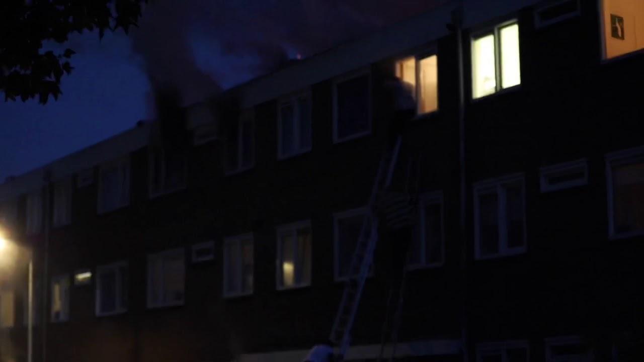 Meerdere bewoners uit flat gered bij uitslaande brand Sneek
