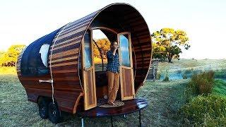 Enlaces a las fuentes:  Living Big In A Tiny House - Caravan house: https://www.youtube.com/watch?v=XSjulzRgXww https://www.youtube.com/channel/UCoNTMWgGuXtGPLv9UeJZwBw  Patagraph - Oso:  https://www.instagram.com/patagraph/ https://www.instagram.com/p/Bq7uLY4Bomd/  Cera.tops - Ceramic 3d printing:  https://www.instagram.com/cera.tops/ https://www.instagram.com/p/BrOdVGiHZ7t/  5MadMovieMakers - Trenecito:  https://www.youtube.com/watch?v=BS7mLcsWveo https://www.youtube.com/channel/UCLkZVEXz_qObWr7hAEbS_pQ  Jackthepayne - Piruetas:  https://www.instagram.com/jackthepayne/ https://www.instagram.com/p/BrA4B0KHNia/  Ubco Bikes - Silent journey:   http://www.ubcobikes.com https://www.youtube.com/watch?v=U1x7GuClUVA  NightHawkInLight  - Cañon:   https://www.youtube.com/watch?v=qyMKhM1yxnE https://www.youtube.com/channel/UCFtc3XdXgLFwhlDajMGK69w  TimeFlip - Timeflip:  https://www.indiegogo.com/products/timeflip-simple-time-productivity-tracking Cupon de 10%: UNPOCODETF  Zayd Menk - Manhattan: https://www.instagram.com/zaydmenk/ https://www.youtube.com/channel/UCkfsk00x84nt7CrhYqtWuIw  Rogan Brown - Shanghai spore:   https://vimeo.com/86294203 https://vimeo.com/user24991286 https://roganbrown.com/home.html  Un Poco de Todo tiene el permiso escrito de los dueños de estos videos para mostrarlos en este canal.  Para cualquier aclaración favor de contactarnos en: contactupdt@gmail.com   En Un Poco De Todo te muestro los más interesante de Internet.  Suscribirse: http://bit.ly/1EXrxJB Facebook: https://bit.ly/2E4GnUR Instagram: https://bit.ly/2PhFp8F Twitter:  http://bit.ly/1DQZHcn