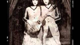 Evelyn Evelyn - Evelyn Evelyn Theme (Instrumental)