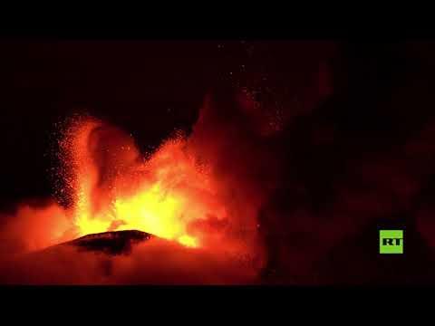 العرب اليوم - شاهد: بركان إتنا يقذف الحمم والرماد على صقلية