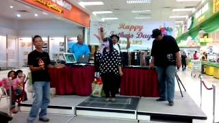preview picture of video '16/6/13 Giant Hypermarket Prima Perai @ Fathers Day (stage performence)'