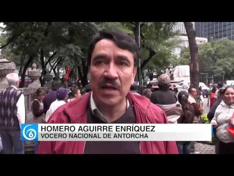 Integrantes del Movimiento Antorchista se manifiestan por el recorte presupuestal