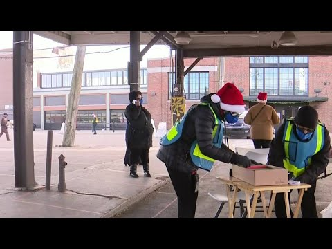 Wayne County hands out $500 gift cards to restaurant and service workers