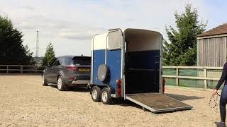 How The Land Rover Discovery Makes Horse Trailer Towing Easy | Farnell Land Rover
