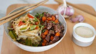 Recette vietnamienne : Porc au caramel et nouilles sautées aux légumes