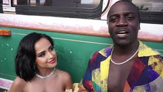 Watch @ddhache interview Akon and Becky G on the set of the music video Como No