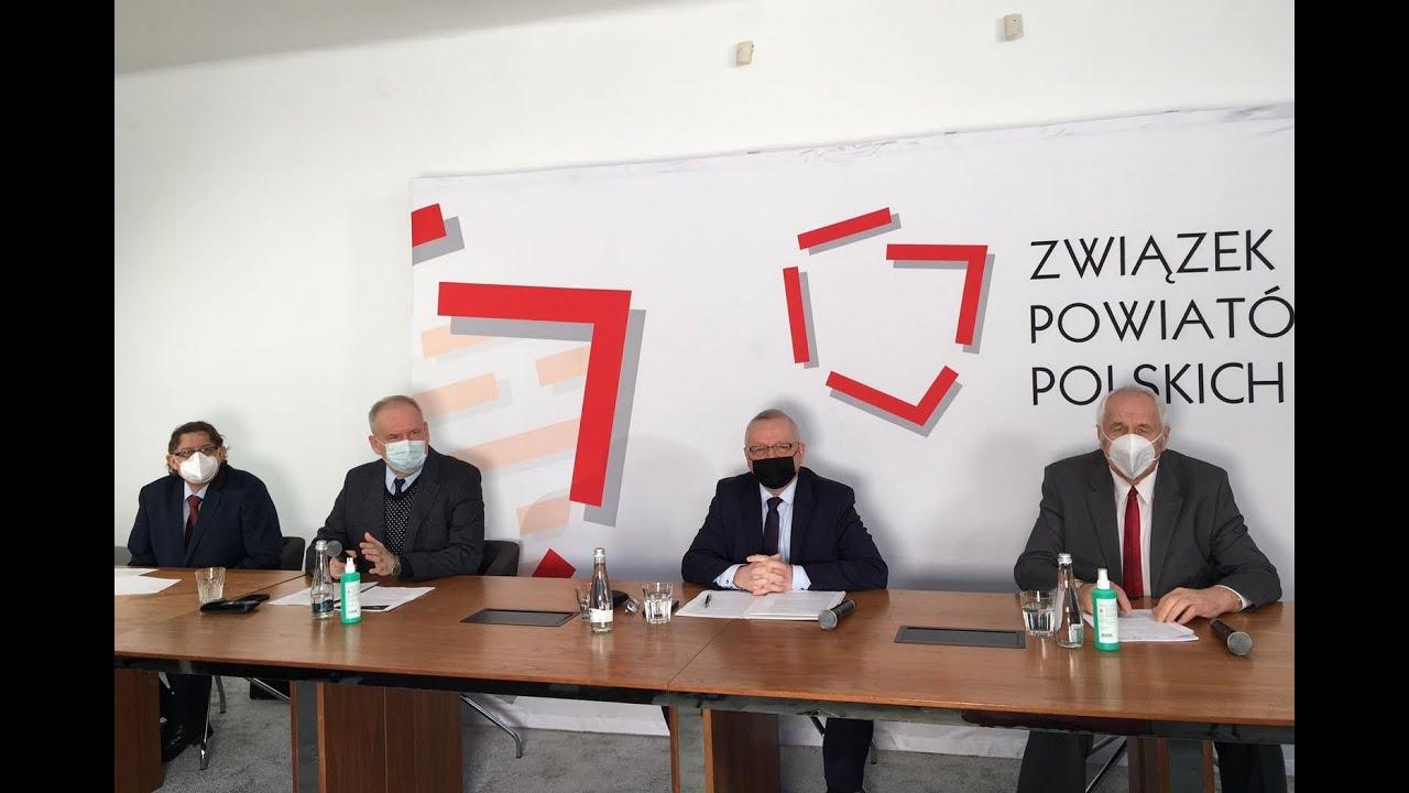 Skrót z konferencji prasowej dotyczącej rządowych zapowiedzi przejęcia szpitali powiatowych