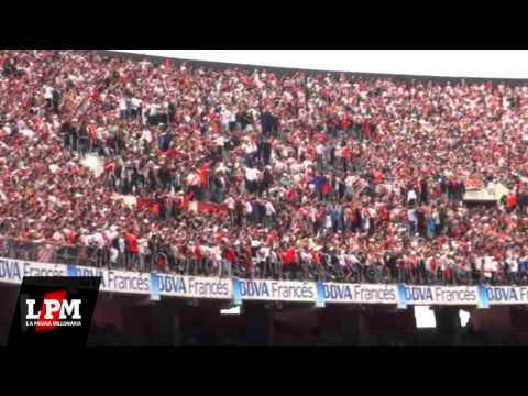 """""""Y vamos Millonario que tenemos que ganar... - River vs Racing - Torneo Inicial 2012"""" Barra: Los Borrachos del Tablón • Club: River Plate"""