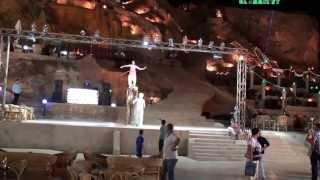 Norsk Jente Rocker Rockering Oppå En Kamel I Egypt