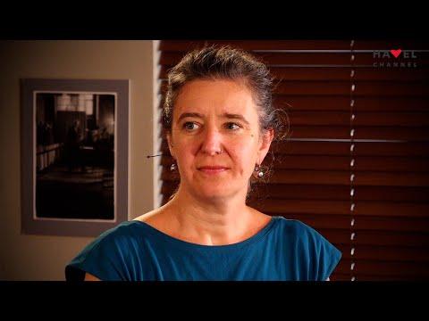 Přehrát video: Romistka Karolína Ryvolová o své nové knize v rozhovoru s Jáchymem Topolem