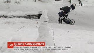 На більшості території сніжитиме: в Україні затримався атмосферний циклон