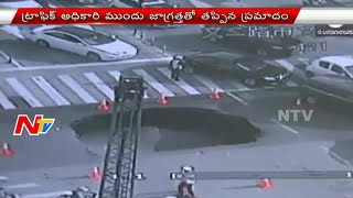 Traffic Officer saves drivers by Spotting Sinkhole in China