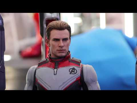 First Look! - Hot Toys 1/6th Scale Captain America (Time Travel Machine) & Team Suit Avengers