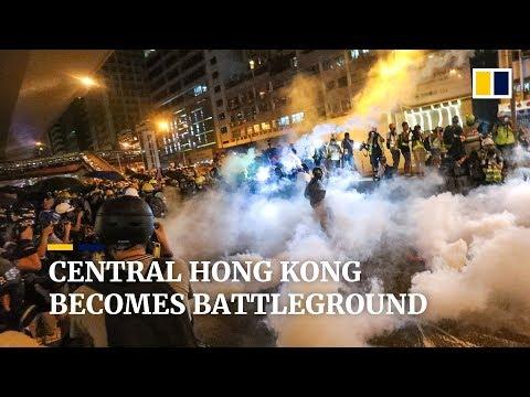Central Hong Kong becomes battleground