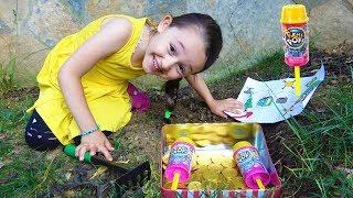 ÖYKÜ HAZİNE PEŞİNDE  Kid Pretend Play Pikmi Pops Pushmiups! Fun kid video