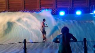 preview picture of video 'world champion surfers @ Wahooo official opening (FlowRider)'