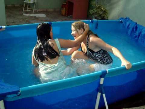 Luta na piscina