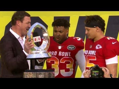 cbaf6b38 Jason Witten Broke The Pro Bowl Trophy While Presenting It |  TigerDroppings.com