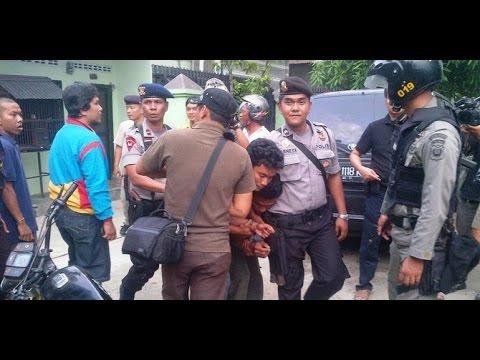 Detik-detik Polisi Gerebek Rumah Bandar Narkoba di Lampung - VIDEO BERITA TERKINI