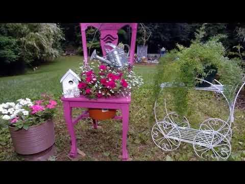 Идеи, как украсить дачный участок цветочными горшками