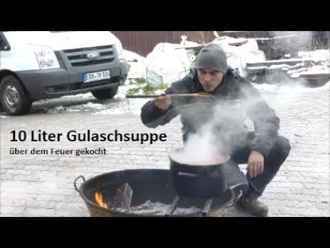 10 Liter Gulaschsuppe über dem Feuer gekocht