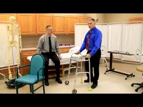 Gamba dolorante dopo la frattura al ginocchio