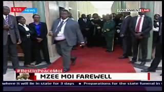 President Uhuru views the body of former president mzee Daniel Toroitich Arap Moi