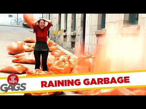 גשם שקיות אשפה - מתיחה מצחיקה