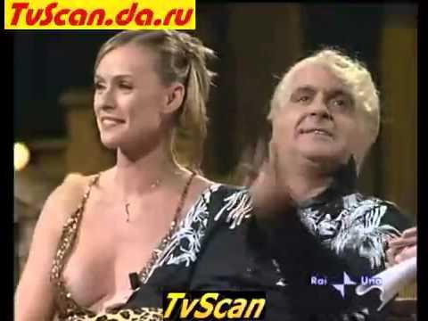 Tosca D'Aquino e Serena Autieri...capezzolo che non sta dentro...