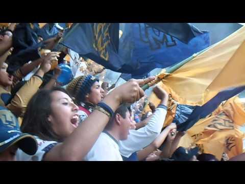 """""""America vs Pumas 2014 La Rebel recibimiento al equipo en el azteca"""" Barra: La Rebel • Club: Pumas"""