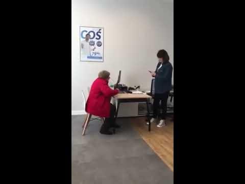 Zamknij się, ty sk&^wysynie! – Babcia kręci grubą jazdę w biurze telewizji kablowej!