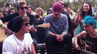 5 Seconds of Summer - Out of my limit (Acoustic, Perth)