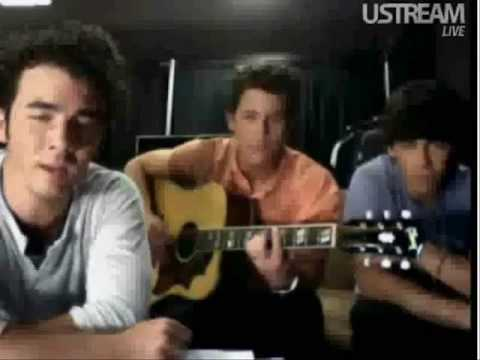 7 05 Acoustic -Jonas Brothers Live Chat/22/08/09-Kevin Singing!!!