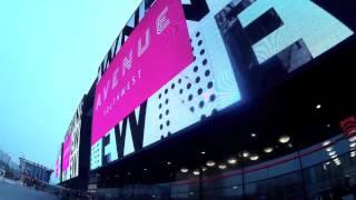 """Гигантский монитор у метро Юго-Западная,  весьма впечатляет. Москва """"Сегодня и сейчас"""""""