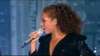"Alicia Keys ft. Jay-Z - ""Empire State Of Mind"" Live @  Brits 2010"