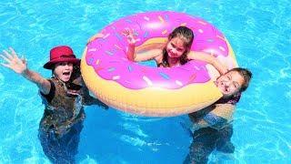 Fındık Ailesi. Selin, Babaanne Ve Büyük Teyze Havuza Giriyor. Komik Video