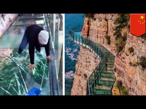 China glass skywalk: Taihang skywalk glass pretends to crack as you walk on it, why!? - TomoNews