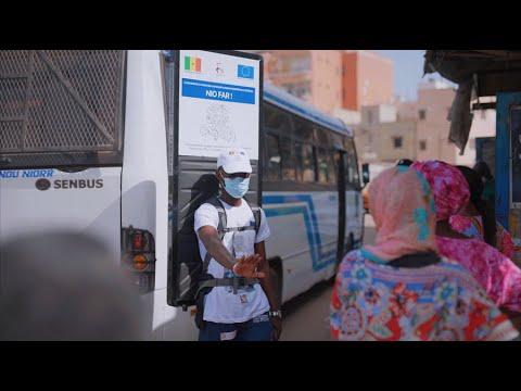 Campagne de sensibilisation dans les gares routières à Dakar sur le respect des gestes barrières.