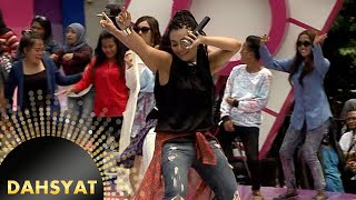 Denada Nyanyi 'Jogetin Aja' Sambil Dance [Dahsyat] [19 Jan 2016]