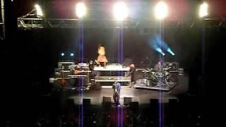 * * *Akon - Shakedown Live* * *