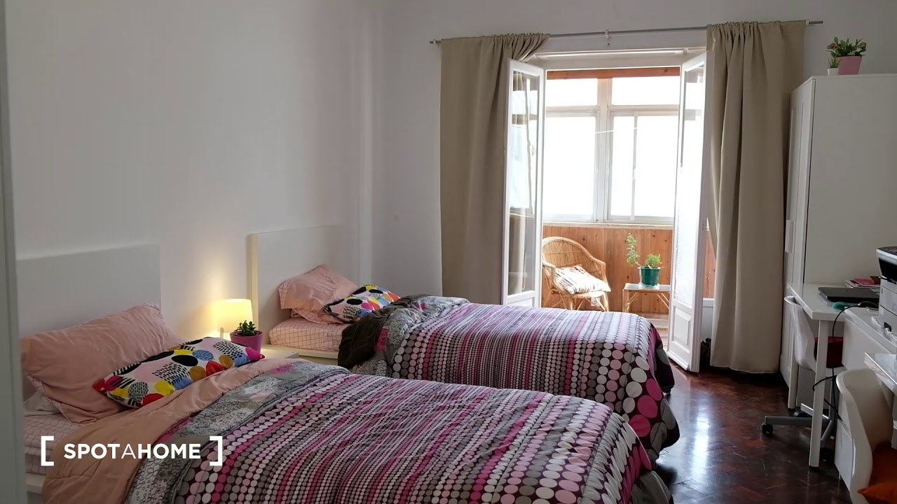 Single Bed in Rooms for rent in cozy 5-bedroom apartment in Alvalade